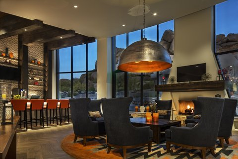 Boulders Resort & Golden Door Spa - Lounge Area