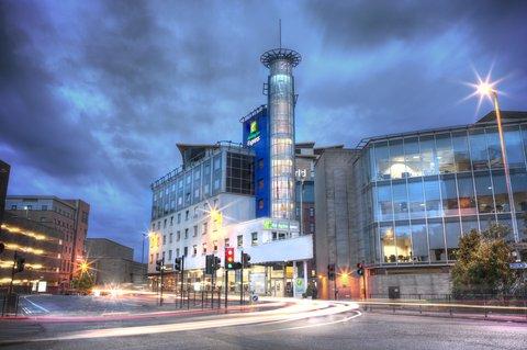 Holiday Inn Glasgow City Centre Theatreland Hotel - West Nile Street entrance of Holiday Inn Express Theatreland
