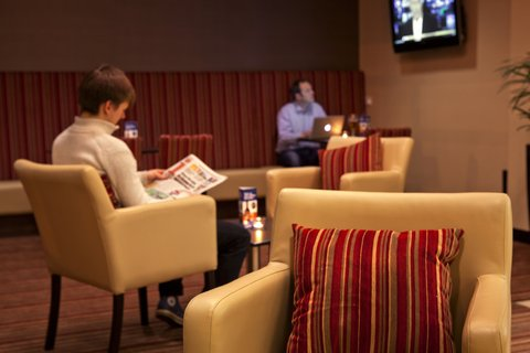 Holiday Inn Glasgow City Centre Theatreland Hotel - Watch all the major sports action in the lounge on Sky Sports