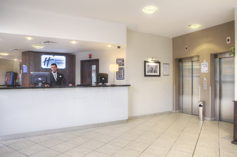 Holiday Inn Glasgow City Centre Theatreland Hotel - A warm welcome from our reception team at Holiday Inn Express