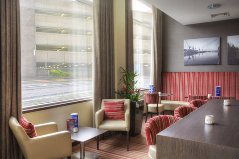 Holiday Inn Glasgow City Centre Theatreland Hotel - Enjoy a relaxing drink in our reception bar