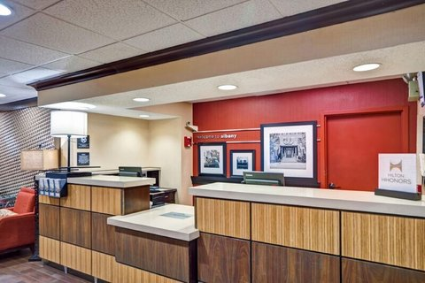 Hampton Inn Albany-Wolf Road - Front Desk