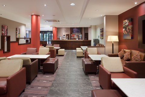 Holiday Inn Express DUBLIN AIRPORT - The pleasant and spacious guest lounge