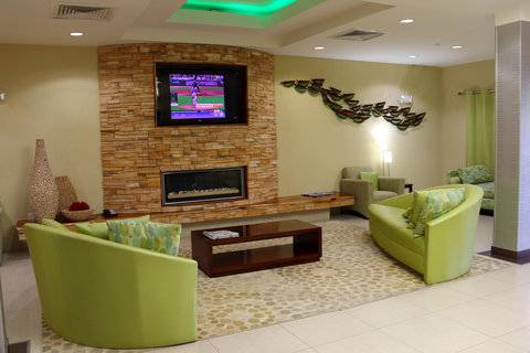 Holiday Inn Express & Suites PERRY - Hotel Lobby
