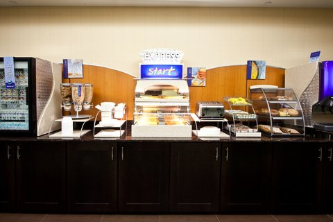 Holiday Inn Express & Suites PERRY - Breakfast Bar