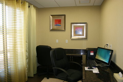 Holiday Inn Express & Suites PERRY - Business Center