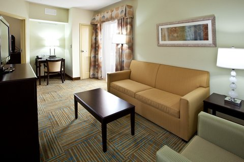 Holiday Inn Express & Suites PERRY - Presidential Suite Living Area
