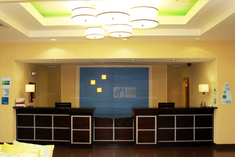 Holiday Inn Express & Suites PERRY - Front Desk