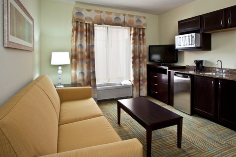 Holiday Inn Express & Suites PERRY - King Excutive Suite Living Area