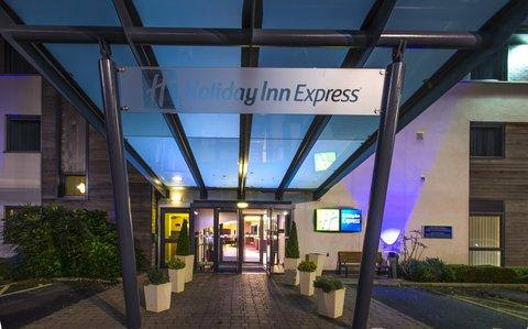 Holiday Inn Express CAMBRIDGE - A warm welcome awaits at Holiday Inn Express Cambridge