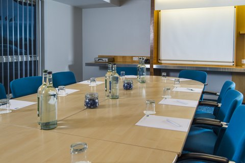 Holiday Inn Express CAMBRIDGE - Hold your meeting at our hotel in Cambridge
