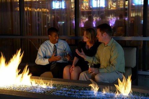 Hotel Indigo BOSTON-NEWTON RIVERSIDE - Discover a world of laid-back in dulgence of BOKX Pool Deck