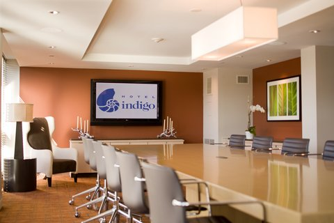 Hotel Indigo BOSTON-NEWTON RIVERSIDE - The Library  for intimate meetings  accommodates up to 18 people