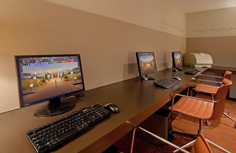 Hotel Indigo BOSTON-NEWTON RIVERSIDE - Business center  with copying  PC and printer access