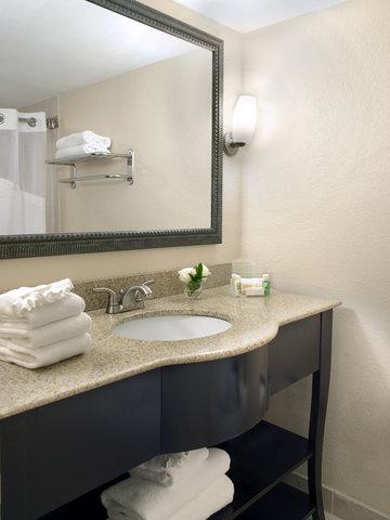 Holiday Inn Miami Beach - Oceanfront - Guest Bathroom