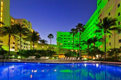 Holiday Inn Miami Beach - Oceanfront - Swimming Pool
