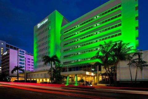 Holiday Inn Miami Beach - Oceanfront - Holiday Inn Miami Beach Oceanfront Night Exterior