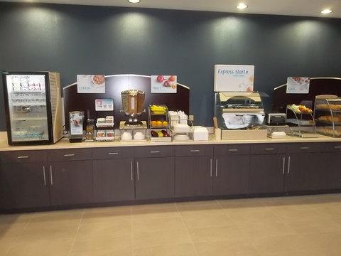Holiday Inn Express Hotel & Suites Goldsboro - Base Area - Breakfast Bar