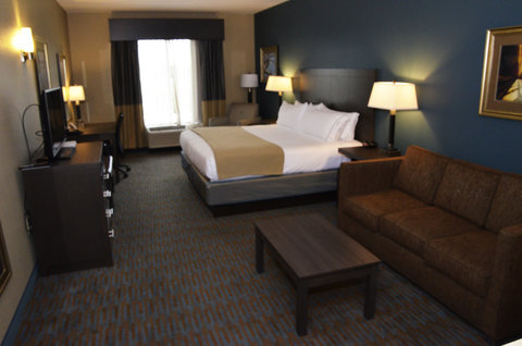 Holiday Inn Express Hotel & Suites Goldsboro - Base Area - Deluxe Room