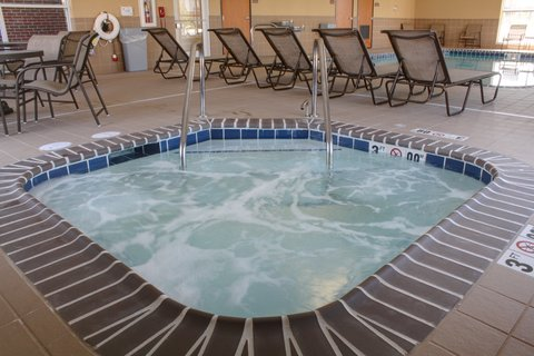 Holiday Inn Express & Suites LAKE ZURICH-BARRINGTON - Whirlpool
