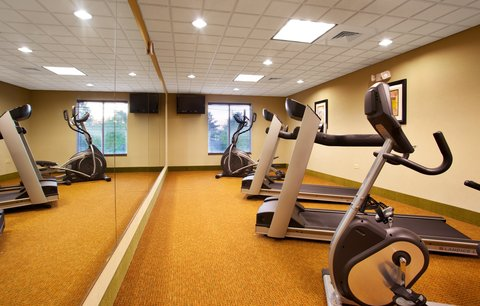 Holiday Inn Express & Suites LAKE ZURICH-BARRINGTON - 24 Hour Fitness Center