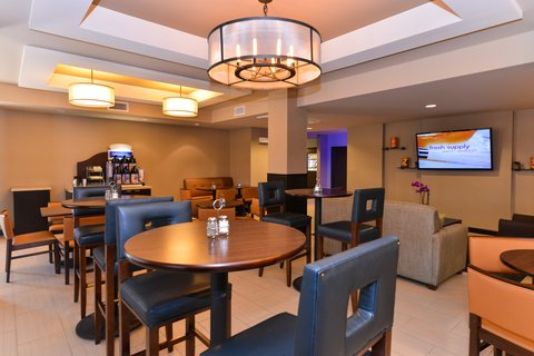Holiday Inn Express & Suites INDIO - Breakfast is served in the Great room each morning