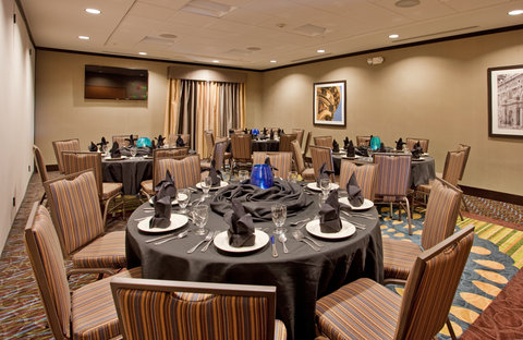 Holiday Inn Express & Suites ST. JOSEPH - Spacious Meeting Room