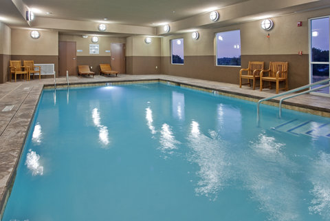 Holiday Inn Express & Suites ST. JOSEPH - Swimming Pool
