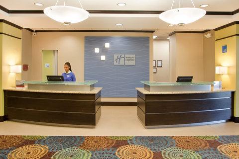 Holiday Inn Express & Suites ST. JOSEPH - Convenient Front Desk