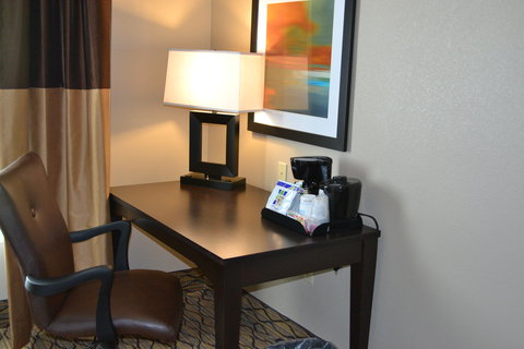 Holiday Inn Express & Suites ST. JOSEPH - Room Feature