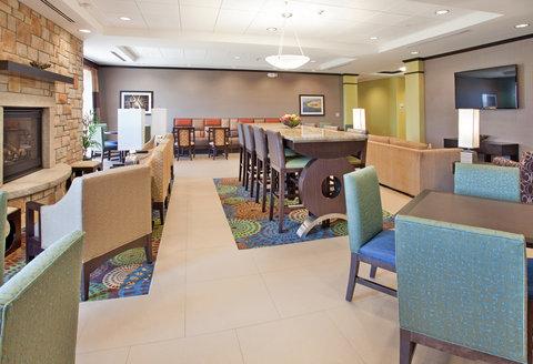 Holiday Inn Express & Suites ST. JOSEPH - Spacious Lobby Lounge
