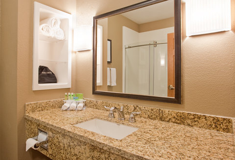 Holiday Inn Express & Suites ST. JOSEPH - Contemporary Guest Bathroom