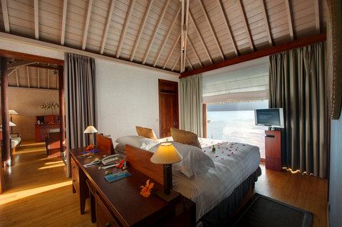 إنتركونتيننتال بورا بورا آند ثالاسو سبا - Overwater Villa Bedroom View