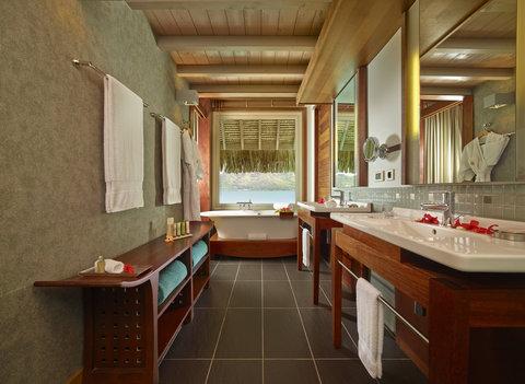 إنتركونتيننتال بورا بورا آند ثالاسو سبا - Overwater Villa Bathroom View