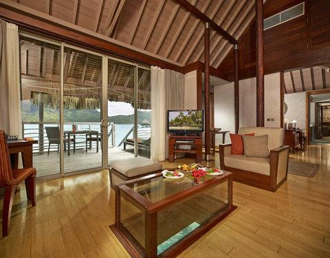 إنتركونتيننتال بورا بورا آند ثالاسو سبا - Overwater Villa Living Room View