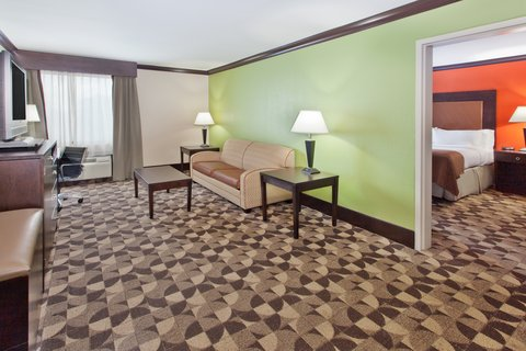 Holiday Inn Hotel & Suites COLUMBIA N I 77 TWO NOTCH RD - King Executive Suite