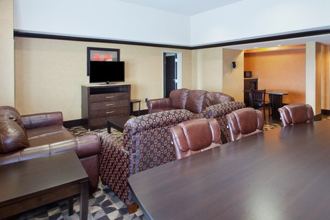 Holiday Inn Hotel & Suites COLUMBIA N I 77 TWO NOTCH RD - Presidential Suite living area