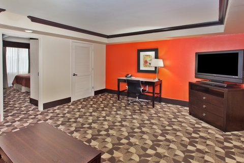 Holiday Inn Hotel & Suites COLUMBIA N I 77 TWO NOTCH RD - King Feature Suite living area