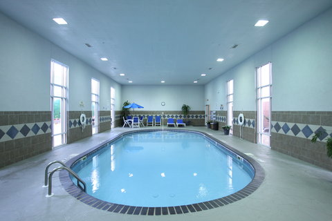 Holiday Inn Express Fort Smith Executive Park Hotel - Swimming Pool