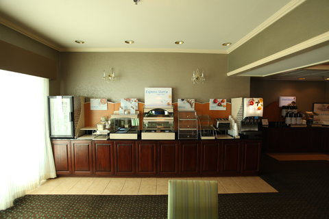 Holiday Inn Express Fort Smith Executive Park Hotel - Breakfast Bar
