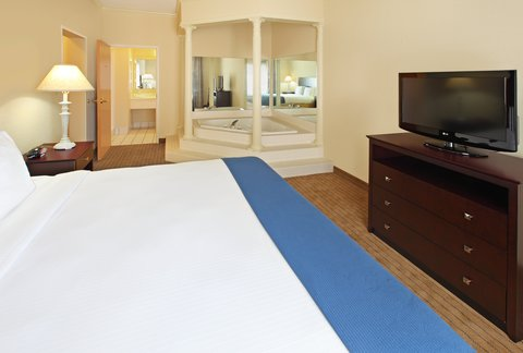 Holiday Inn Express Fort Smith Executive Park Hotel - Jacuzzi Suite