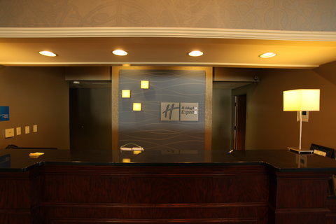 Holiday Inn Express Fort Smith Executive Park Hotel - Front Desk