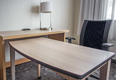 Courtyard By Marriott Columbus Downtown Hotel - Guest Room - Work Area