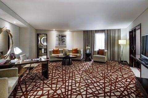 فندق كراون بلازا ديرة دبي - Executive Suite with your own living room