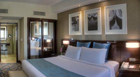 فندق كراون بلازا ديرة دبي - Executive Club Room offer you the chance to both work and relax