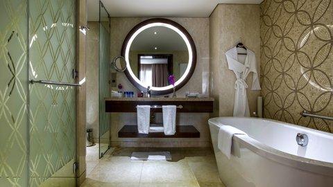 فندق كراون بلازا ديرة دبي - Suite Bathroom