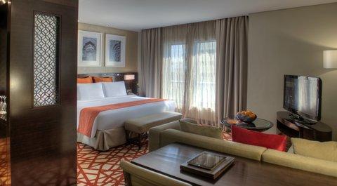 فندق كراون بلازا ديرة دبي - Restore in our spacious  junior suites