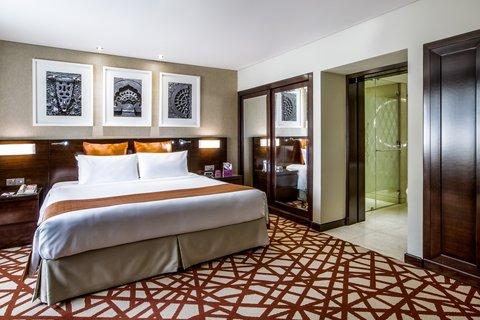 فندق كراون بلازا ديرة دبي - Executive Suite bedroom