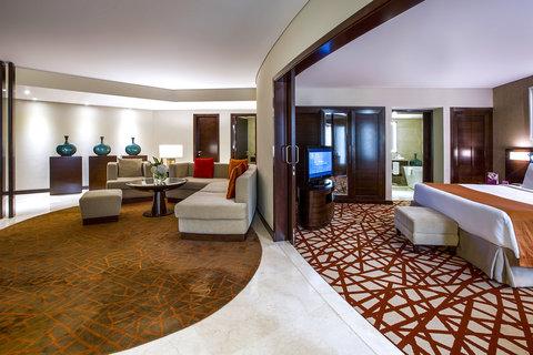 فندق كراون بلازا ديرة دبي - Executive King Suite with your own living room