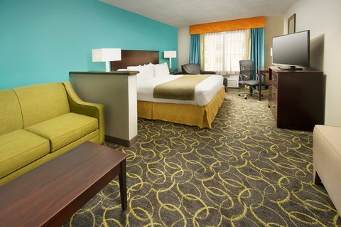 Holiday Inn Express & Suites DFW-GRAPEVINE - King Suite